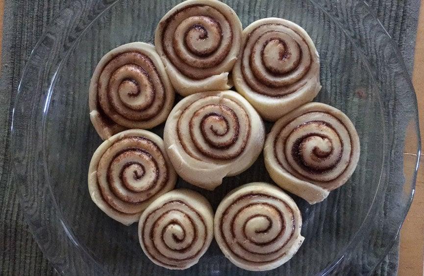 raw cinnamon rolls glass pie plate