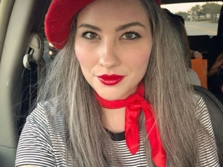 What Colors Look Best with Gray Hair?