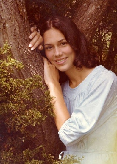 Judith Davis as a young model with natural brown hair